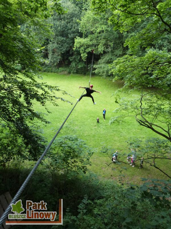 Zdjazd Tyrolką w Parku Linowym Bluszcz w Świnoujściu